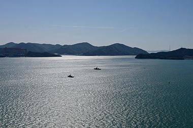 목포 앞바다에 떠 있는 섬의 모습
