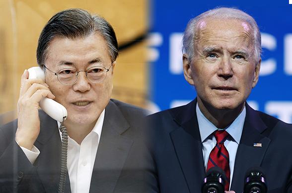문재인 대통령(왼쪽)이 지난 2월 4일 오전 청와대에서 조 바이든 미국 대통령과 정상통화를 하고 있다. (사진=청와대, AFP/연합뉴스, 무단 전재-재배포 금지)