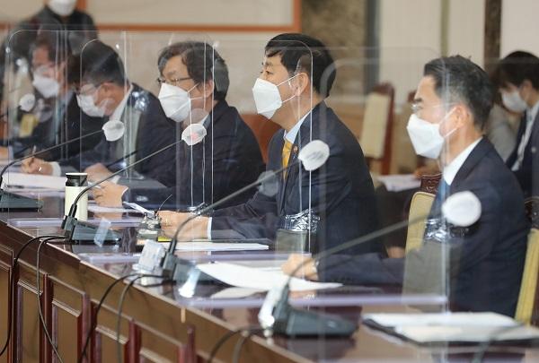 구윤철 국무조정실장이 16일 정부서울청사에서 열린 원전 오염수 방출 관련 관계 차관회의를 주재하고 있다.(사진=저작권자(c) 연합뉴스, 무단 전재-재배포 금지)