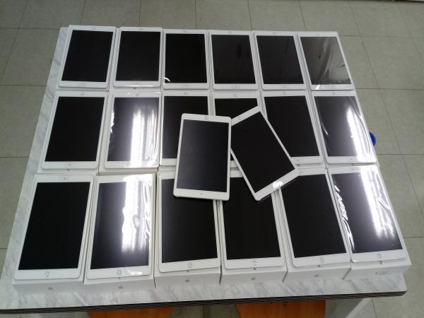 스마트기기가 없는 학생들에게 대여되는 태블릿PC