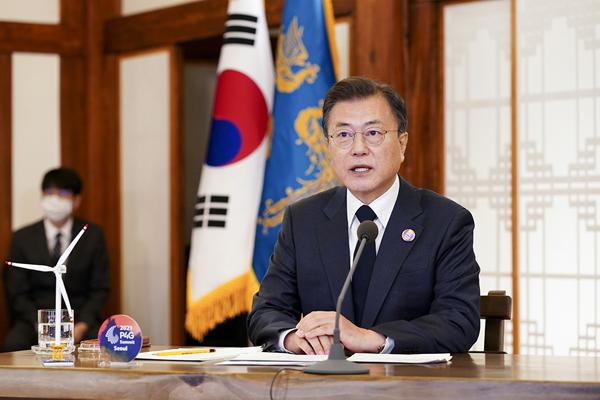 문재인 대통령이 22일 청와대 상춘재에서 화상으로 열린 기후정상회의에 참석, 발언하고 있다. (사진=청와대)
