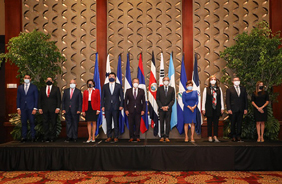한국과 중미통합체제(SICA) 8개국은 22일(현지시간) 코스타리카에서 열린 한·SICA 외교차관회의에서 일본의 후쿠시마 원전 오염수 방류 결정에 우려를 표명하는 내용의 공동성명을 채택했다. 왼쪽부터 다섯번째에 최종건 외교부 1차관.(사진=외교부)