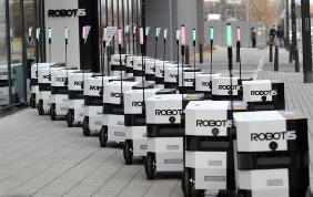 자율주행 로봇 일개미가 이동 중이다.(사진=로보티즈)