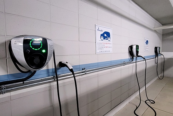 한 아파트 주차장 내 전기차 충전기. (사진=정책기자단)