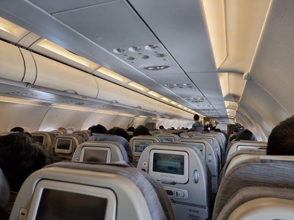 이날 관광비행도 많은 이용객이 함께했다. 좌석간 한칸씩 거리두기가 이루어졌다.
