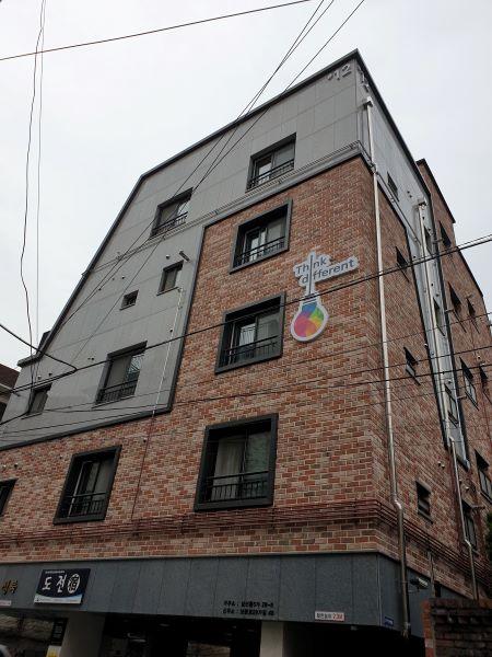 업무와 주거가 혼합된 도전숙 12동 건물이다.