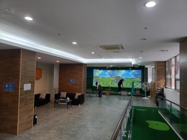 실내 골프장도 거리두기, 마스크 착용, 환기가 가장 중요하다.