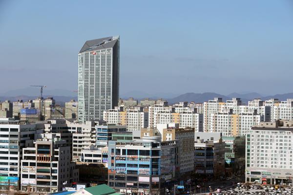 전남 나주의 한국전력 사옥과 광주전남혁신도시 모습.(사진=저작권자(c) 연합뉴스, 무단 전재-재배포 금지)