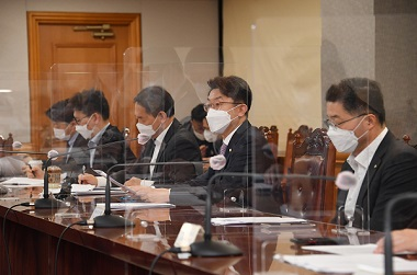 이억원 기획재정부 차관이 4일 서울 중구 은행회관에서 열린 '거시경제 금융회의'를 주재, 모두발언을 하고 있다. (사진=기획재정부)