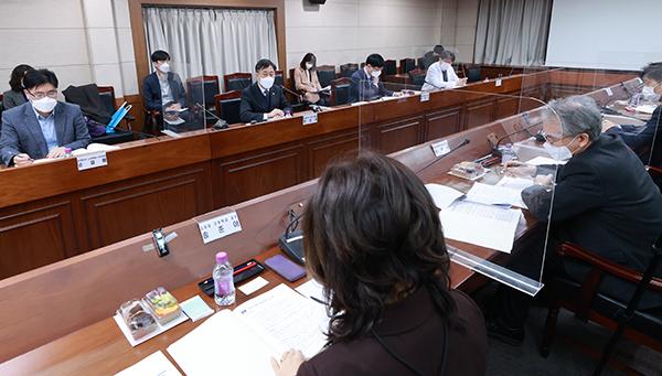 지난 2월 24일 오전 서울 중구 국립중앙의료원에서 '2021년 제1차 국가치매관리위원회' 회의가 열리고 있다.