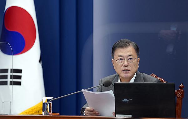 문재인 대통령이 17일 청와대에서 열린 수석·보좌관 회의에서 발언하고 있다. (사진=청와대)