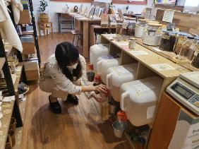세탁 세제를 소분 판매하는 동네 책방