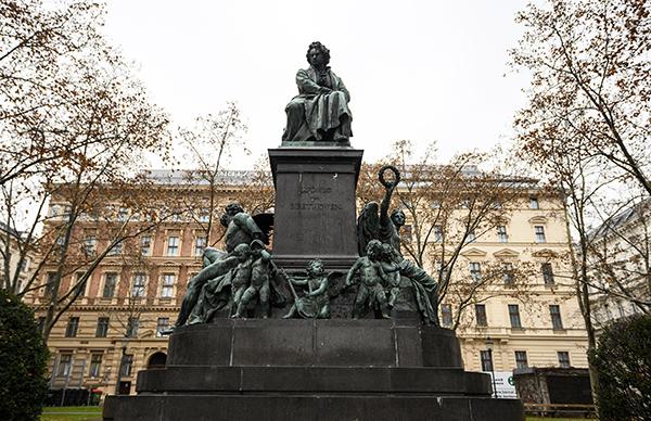 오스트리아 빈에 있는 베토벤 동상.