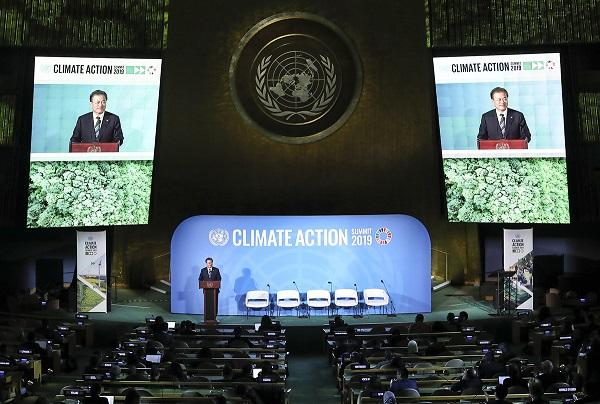 문재인 대통령이 2019년 9월 23일 오후(현지시간) 미국 뉴욕 유엔총회 회의장에서 '기후행동 정상회의' 연설을 하고 있다. (사진=청와대)