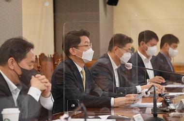 이억원 기획재정부 차관이 1일 서울 중구 은행회관에서 열린 '거시경제 금융회의'를 주재, 모두발언을 하고 있다. (사진=기획재정부)