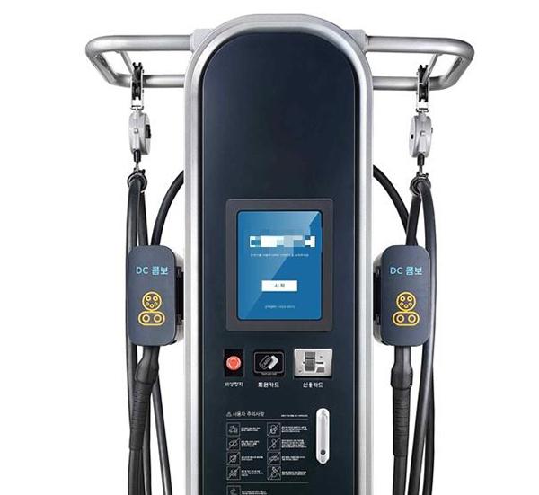 정부청사 10동과 11동에 설치하는 전기차 급속충전기는 20~30분 내로 2개 차량 동시 충전가능하다.