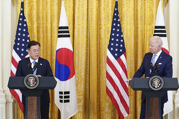 문재인 대통령과 조 바이든 미국 대통령이 지난 21일 오후(현지시간) 백악관에서 정상회담 후 공동기자회견을 하고 있다. (사진=청와대)