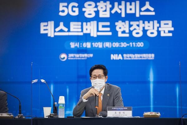 조경식 과기정통부 제2차관이 10일 오전 경기도 성남시 기업지원허브 5G 테스트센터를 방문해 간담회에서 발언 하고 있다.
