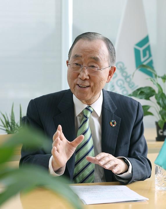 """반 의장은 G7 정상회의를 앞두고 """"기후위기와 팬데믹 문제를 동시에 해결하는 방법을 고안해야 한다""""고 강조했다."""