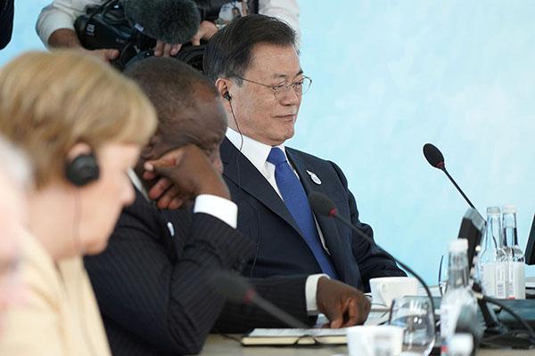 G7 정상회의 참석차 영국을 방문 중인 문재인 대통령이 13일(현지시간) 영국 콘월 카비스베이에서 열린 '기후변화 및 환경' 방안을 다룰 확대회의 3세션에 참석해 있다. (사진=청와대)