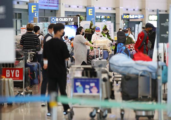 인천국제공항이 입국객들로 붐비고 있다.(사진=저작권자(c) 연합뉴스, 무단 전재-재배포 금지)