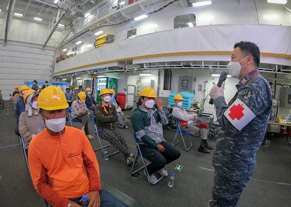 해군 함정이 오늘은 백신접종센터~