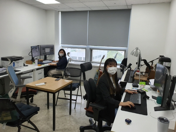 '17정글' 사업책임자 김소연 실장과 문성은 팀원 (자료제공=17정글)