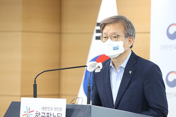 권칠승 중기부 장관이 16일 정부서울청사에서 2021년 대한민국 동행세일 개최 브리핑을 하고 있다.(사진=중소벤처기업부)