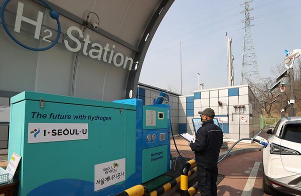 서울시 상암동 충전소에서 수소전기차들이 충전을 하고 있다.