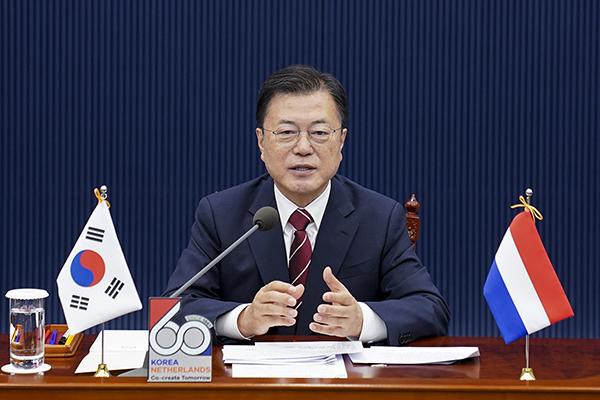 문재인 대통령이 7일 청와대에서 열린 마크 루터 네덜란드 총리와의 화상 정상회담에서 발언하고 있다. (사진=청와대)