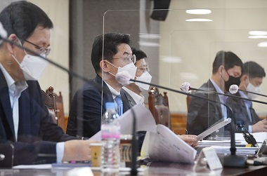 이억원 기획재정부 차관이 13일 서울 명동 은행연합회에서 열린 거시경제금융회의에서 모두발언을 하고 있다. (사진=기획재정부)