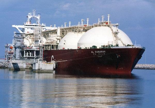 카타르 북부 라슬라판스 항에 액화천연가스(LNG)를 선적한 탱커가 정박해 있는 모습의 자료사진. (사진=저작권자(c) 연합뉴스, 무단 전재-재배포 금지)