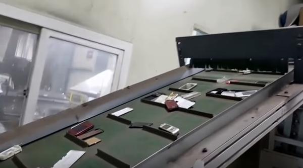 폐휴대폰 파쇄 과정.(출처=한국전자제품자원순환공제조합 나눔폰 누리집)