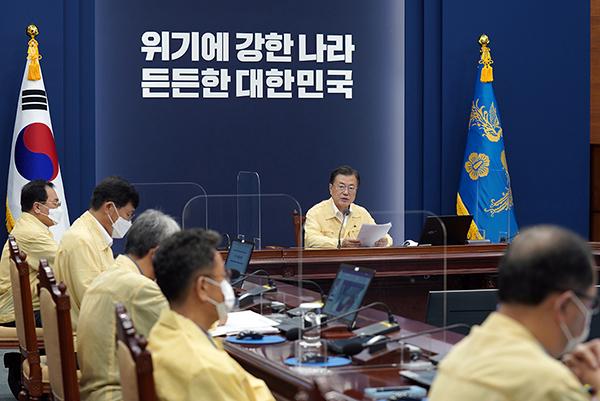 문재인 대통령이 19일 오후 청와대에서 열린 수석·보좌관회의에서 발언하고 있다. (사진=청와대)