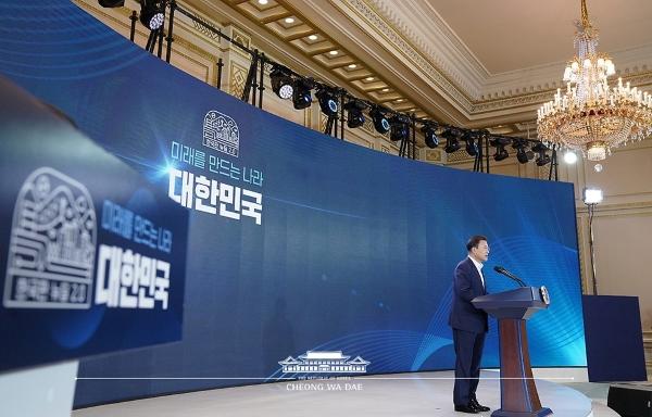 문재인 대통령이 지난 14일 청와대에서 열린 제4차 한국판 뉴딜 전략회의에서 기조연설을 하고 있다.