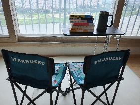 올해 휴가는 집에서 책읽는 휴가로 보냈다.