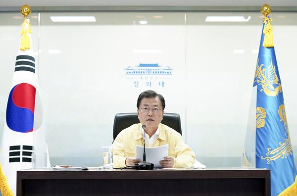 문재인 대통령이 25일 오후 국가위기관리센터에서 열린 코로나19 중앙재난안전대책본부 회의에서 발언하고 있다.(사진=청와대)