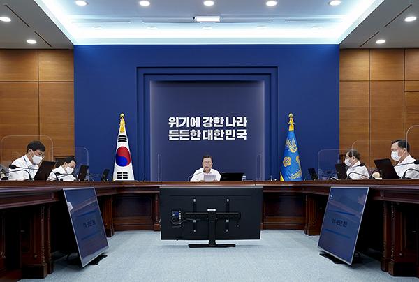 문재인 대통령이 26일 청와대에서 열린 수석·보좌관 회의에서 발언하고 있다. (사진=청와대)
