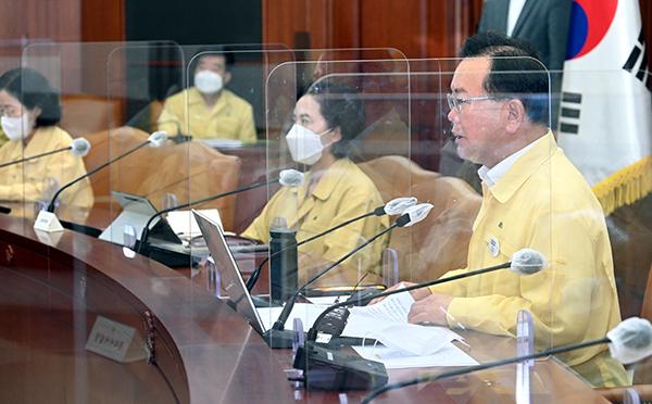 김부겸 국무총리가 30일 정부세종청사에서 열린 코로나19 중대본 회의를 주재하고 있다.(사진=국무조정실)