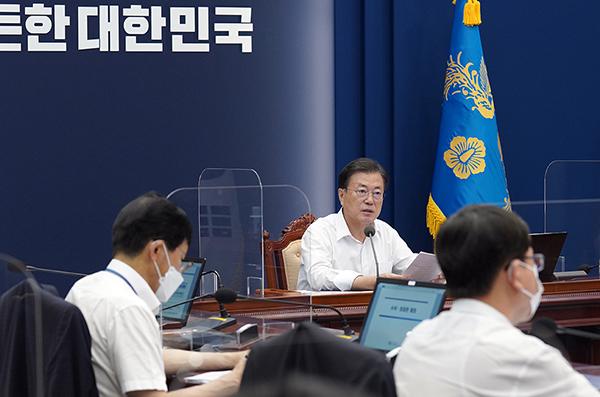 문재인 대통령이 2일 청와대에서 열린 수석·보좌관 회의에서 발언하고 있다. (사진=청와대)