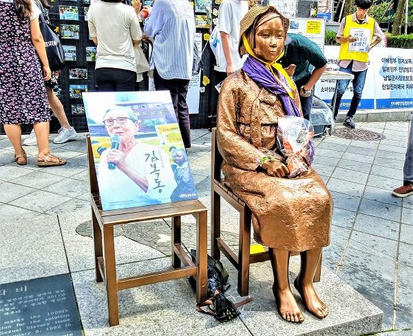 일본대사관 앞에 세워진 소녀상. (사진=정책기자단)