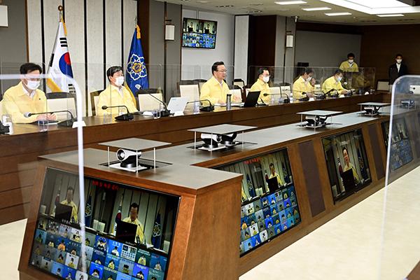 김부겸 국무총리가 3일 정부세종청사에서 열린 코로나19 중대본 회의에서 발언하고 있다.(사진=국무조정실)
