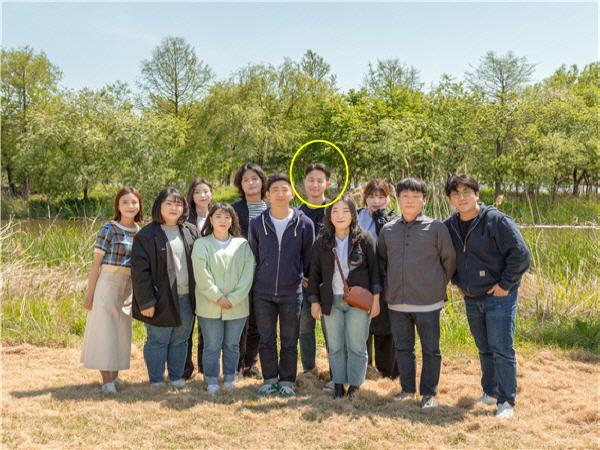 더웨이브컴퍼니 회원이 한자리에 모였다.(노란색원이 최지백 대표)