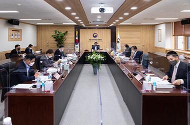 지난 7월 12일에 개최한 제12회 개인정보보호위원회에서 가명정보 결합 및 반출 등에 관한 고시 일부개정에 관한 건에 대해 논의하고 있다. (사진=개인정보위원회)