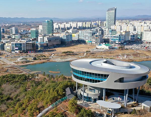 전남 나주시의 빛가람전망대와 광주-전남혁신도시 모습.(사진=저작권자(c) 연합뉴스, 무단 전재-재배포 금지)