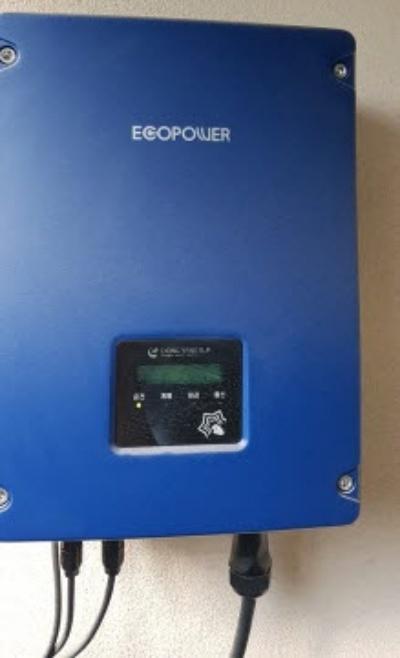 인버터, 태양광 전력 변환기로 태양광으로 생산한 전력량을 알 수 있다.