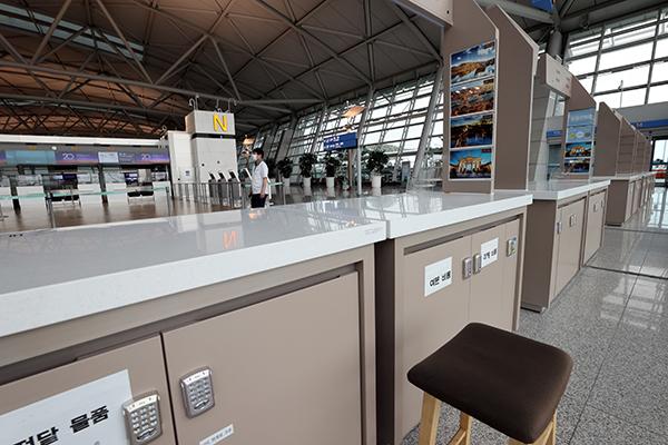 지난 8월 인천국제공항 국제선에 있는 텅 빈 여행사 창구 모습. (사진=저작권자(c) 연합뉴스, 무단 전재-재배포 금지)