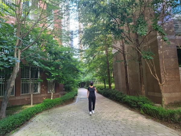 파워 워킹으로 꾸준히 걷는 것도 협압을 낮추는데 도움이 된다.