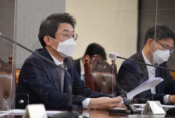 이억원 기획재정부 차관이 23일 서울 중구 은행회관에서 열린 '거시경제 금융회의'를 주재, 모두발언을 하고 있다. (사진=기획재정부)