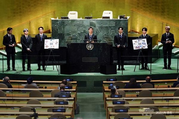 유엔 총회장에서 연설하고 있는 BTS(방탄소년단).